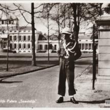 Paleis Soestdijk wacht 1955